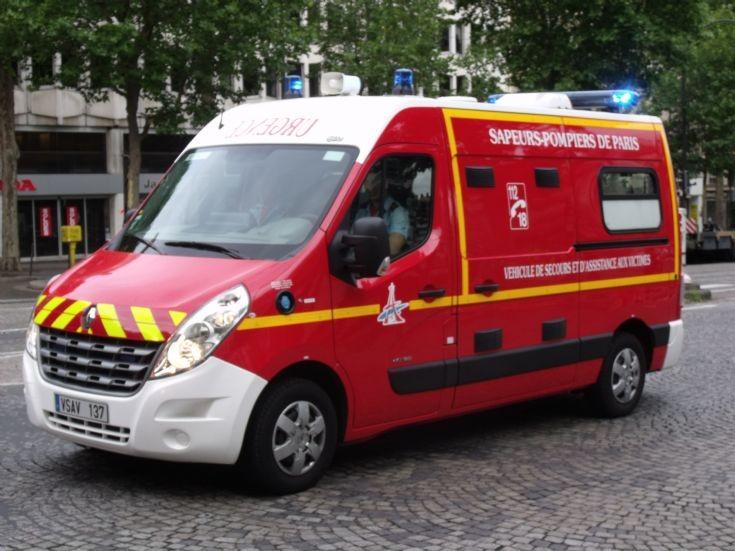 ambulance photos renault master vsav137. Black Bedroom Furniture Sets. Home Design Ideas