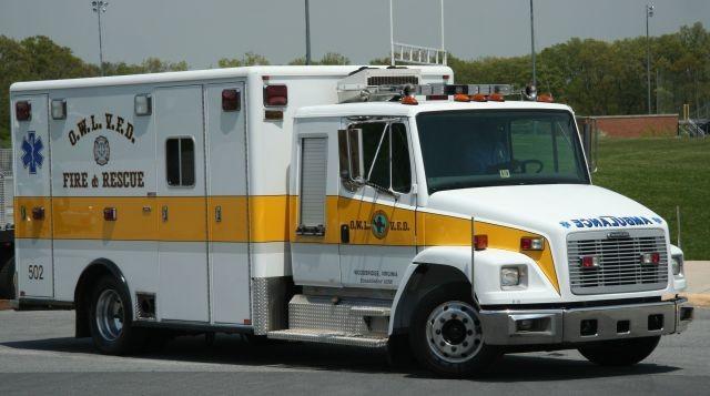 2003 Freightliner FL80 ambo