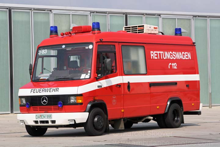 ambulance photos werkfeuerwehr merck mercedes rettungswagen. Black Bedroom Furniture Sets. Home Design Ideas