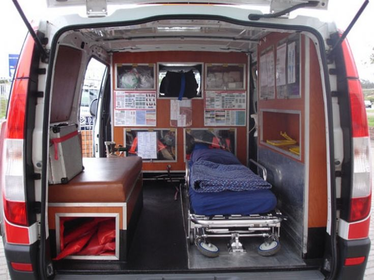 Ambulance Photos - Inside view Mercedes Benz Paramedic ...