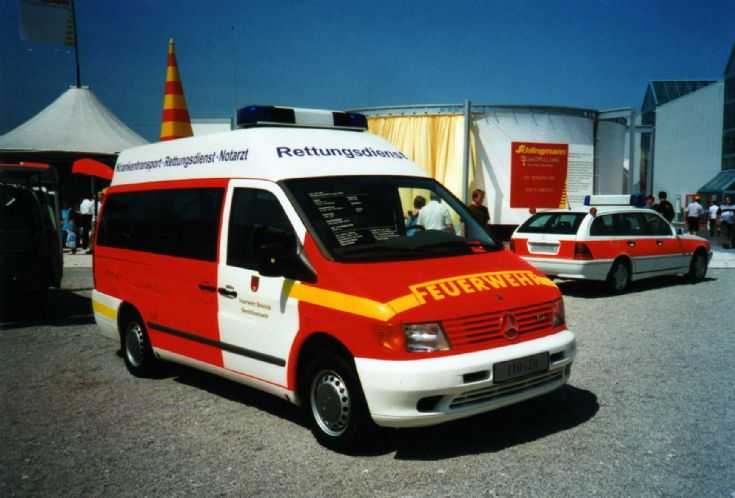 ambulance photos bielefeld feuerwehr ambulance. Black Bedroom Furniture Sets. Home Design Ideas